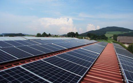 Panele fotowoltaiczne - instalacja wykorzystująca energię słoneczną
